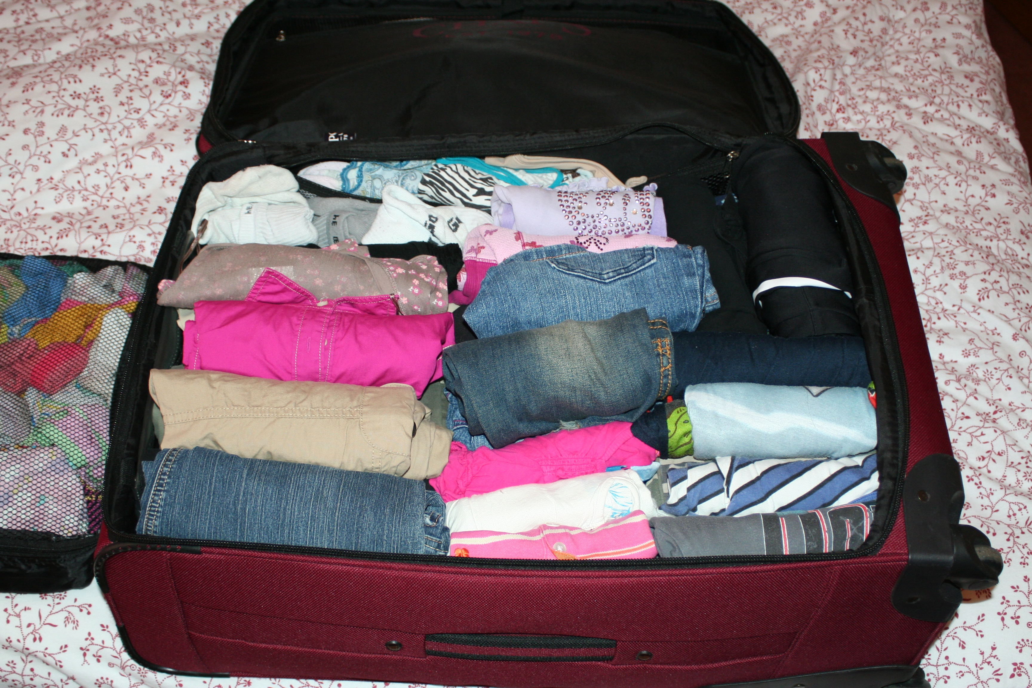 List of steps to packing a suitcase for travel listplanit for Best way to pack shirts